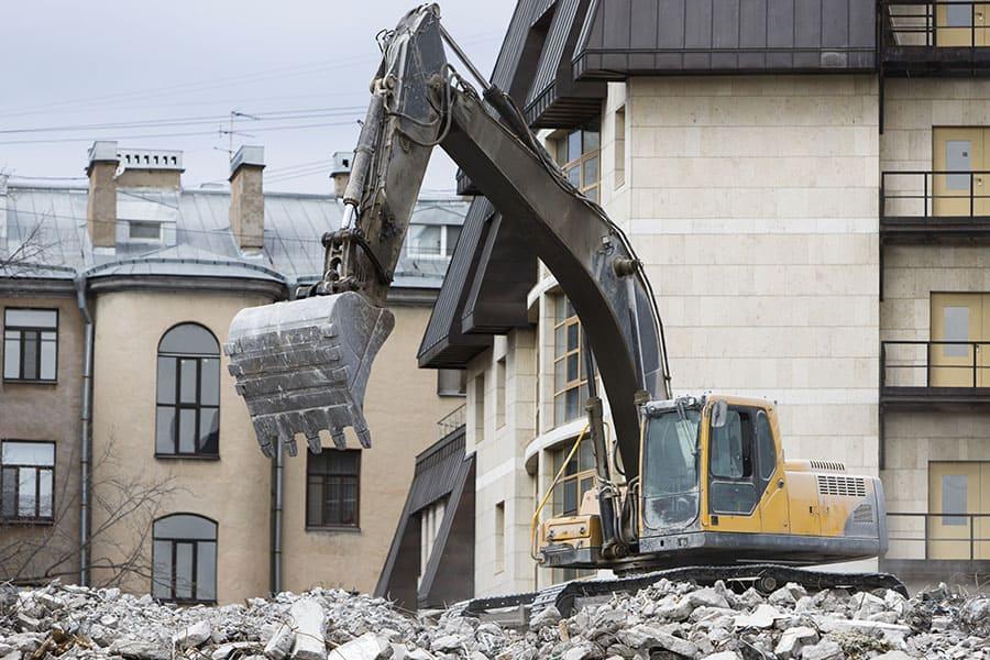 Munkagép szállítás épületbontáshoz